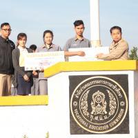 มอบเกียรติบัตรให้แก่คณะครู นักศึกษา ที่แข่งขันสิ่งประดิษฐ์