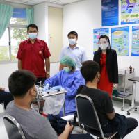 สังเกตอาการและเยี่ยม นักเรียน นักศึกษารับการฉีดวัคซีน
